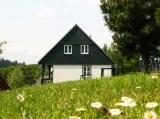 Drie vrijstaande 6-persoons vakantiehuizen te koop in het Reuzengebergte, Tsjechie. Nabij skipiste. Aan de piste.